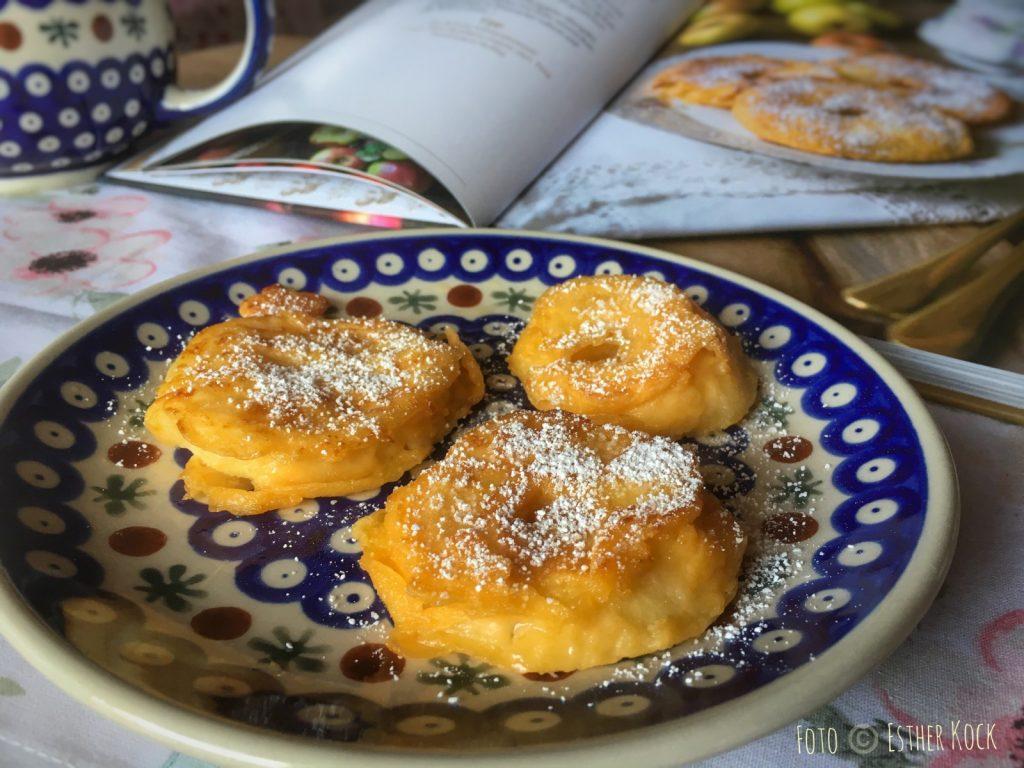 """Leckere Apfelküchlein nach einem Rezept aus """"Köstlich backen mit Äpfeln"""" (Foto © Esther Kock)"""